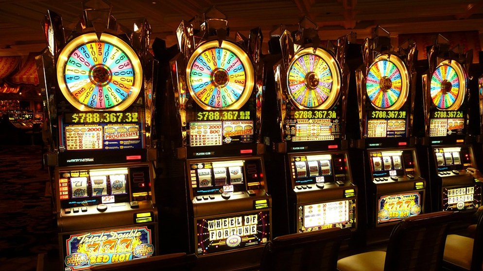 Play and Win at High Roller Jackpot Slot Games
